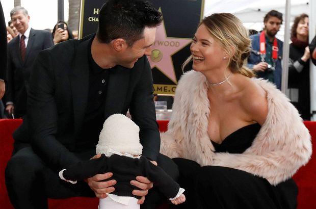 Adam Levine odsłonił gwiazdę w Alei Sław, ale to jego 5-miesięczna córka skradła show. Zachodnie media są zgodne: jest absolutnie urocza!