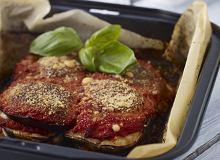 Parmigiana - zapiekanka z bak�a�an�w, pomidor�w, sera i szynki - ugotuj