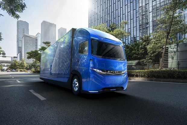 Daimler rzuca wyzwanie Tesli - elektryczna ciężarówka