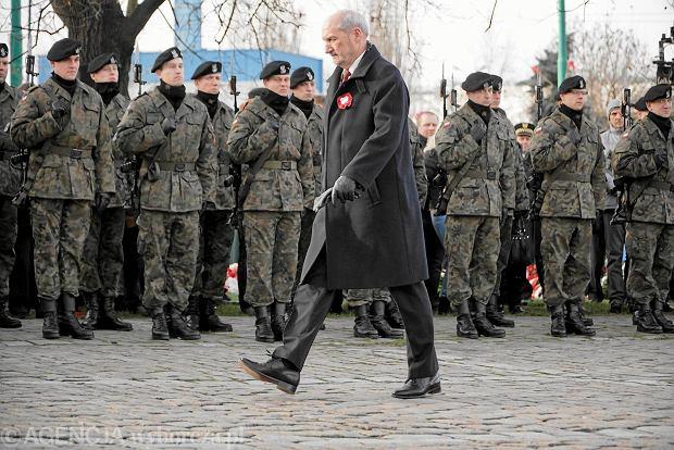 Antoni Macierewicz podczas uroczystości z okazji 97. rocznicy Powstania Wielkopolskiego