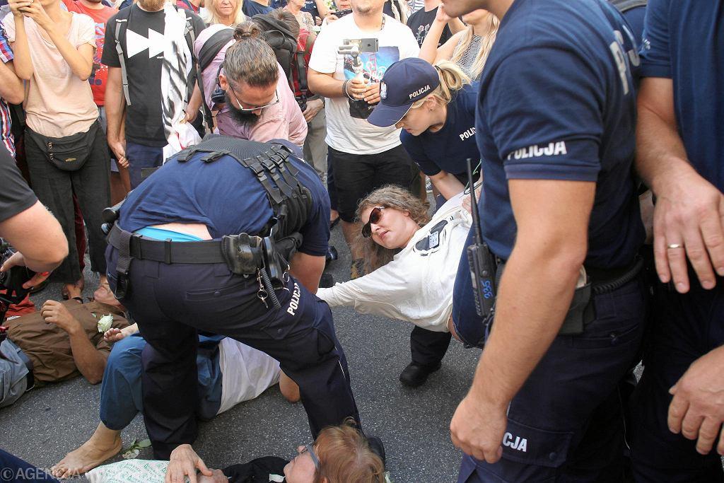 Blokada marszu nacjonalistów zorganizowana przez Obywateli RP
