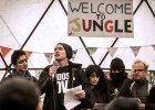 Francja: Jude Law z wizytą w obozie dla uchodźców w Calais