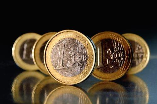 Zmiana progów zamówień publicznych - próg 14 000 euro został zwiększony do 30 000 euro.