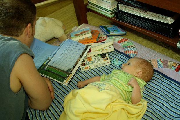 Czytanie rozwija twoją pociechę od najmłodszych lat.