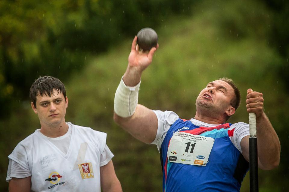 Lech Stoltman podczas lekkoatletycznych mistrzostw Polski osób niepełnosprawnych w Słupsku. Wrócił z nich ze złotym medalem