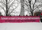Demonstracja zwolenników ustawy o związkach partnerskich przed Sejmem