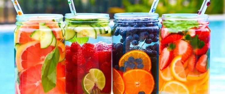 Odchudzające wody smakowe [10 PRZEPISÓW]