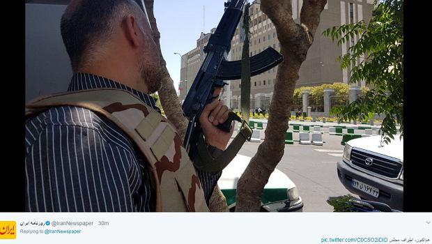 Iran: terroryści zaatakowali Mauzoleum Chomeiniego i parlament. IS wzięło odpowiedzialność