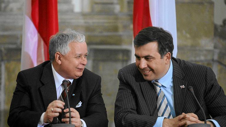 Lech Kaczyński i Micheil Saakaszwili w Krakowie w 2007 roku. Prezydenci Polski i Gruzji ogłaszają wspólną deklarację na szczycie energetycznym w Krakowie