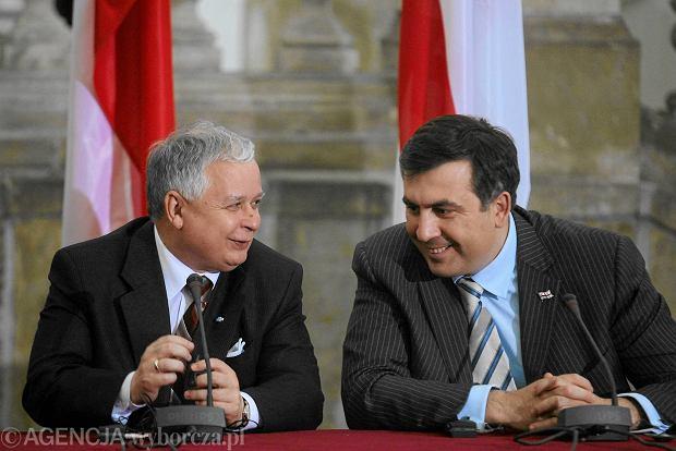 Lech Kaczy�ski i Micheil Saakaszwili w Krakowie w 2007 roku. Prezydenci Polski i Gruzji og�aszaj� wsp�ln� deklaracj� na szczycie energetycznym w Krakowie