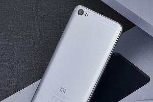 Oto najpopularniejszy na świecie smartfon z Androidem. Samsung, Huawei? Nie, szampana otwiera Xiaomi