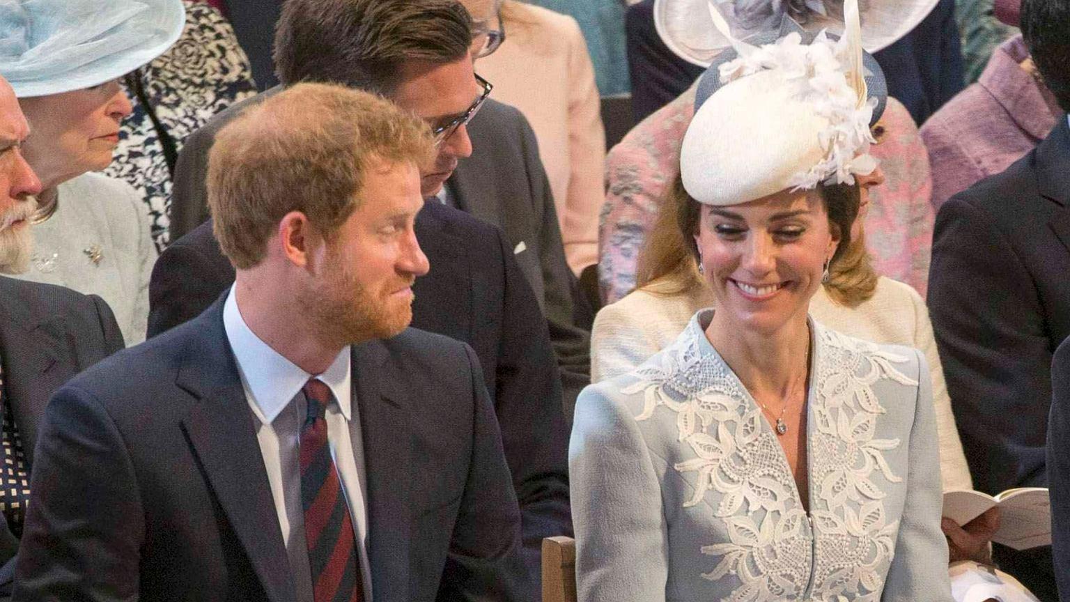 Księżna Kate I Książę Harry Usiedli Obok Siebie To