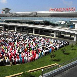 Najpierw ogl�da� je Kim z �on�, a teraz otwarcie. Lotnisko w Pjongjangu