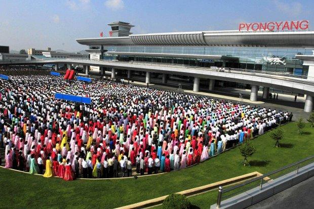 Po wizycie gospodarskiej czas na oficjalne otwarcie. Pasa�erowie mog� korzysta� z nowego lotniska w Pjongjangu