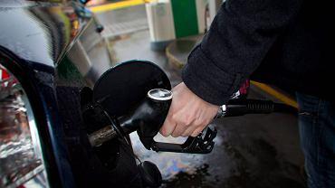 P�acisz za 20 litr�w paliwa, ale dostajesz mniej? Druzgocz�cy raport NIK