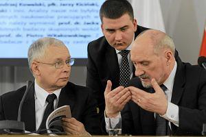 Zawieszenie Bartłomieja Misiewicza w prawach członka partii. Czy to wotum nieufności wobec szefa MON?