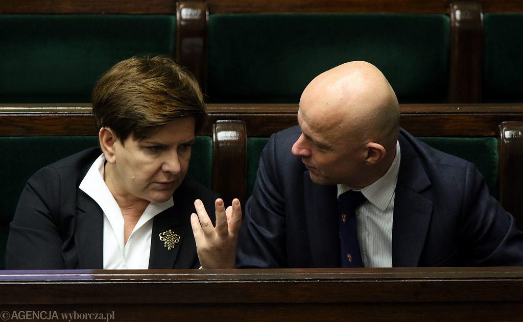 Premier Beata Szydło i minister finansów Paweł Szałamacha