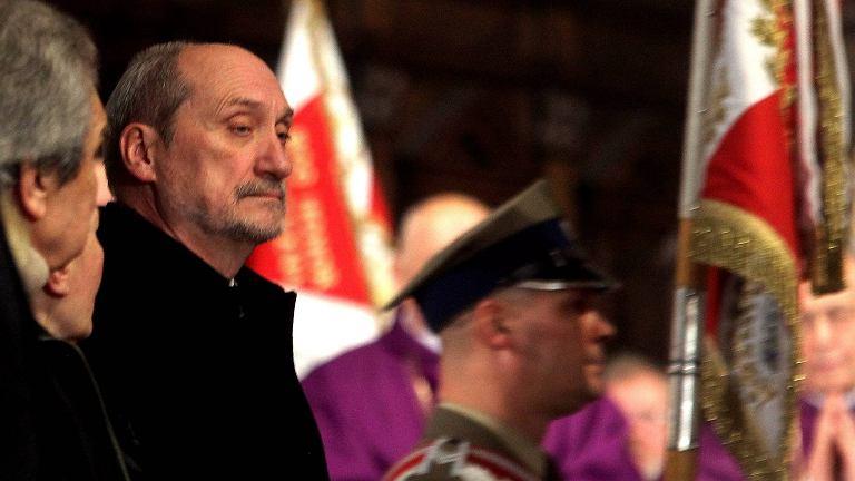 Antoni Macierewicz podczas mszy za ofiary katastrofy smoleńskiej