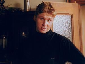 Andrzej Nejman ma ju� 41 lat. Od czasu, kiedy widzieli�my go w serialu Z�otopolscy, w kt�rym wcieli� si� w posta� Waldka Z�otopolskiego, min�o ju� niemal 20 lat. Zobaczcie, jak si� zmieni�.