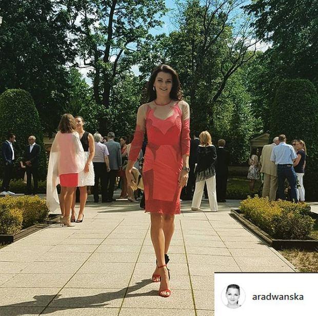 Zdjęcie numer 2 w galerii - Agnieszka Radwańska na weselu w seksownej czerwieni. Tą kreacją mogła skraść uwagę należną pannie młodej