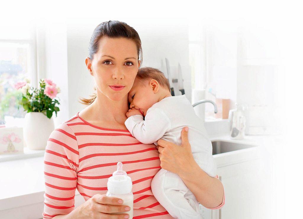 Mleko typu AR lub R można podawać przez smoczek trójprzepływowy. mieszanką zagęszczoną kaszką lub kleikiem karmimy dziecko używając łyżeczki.