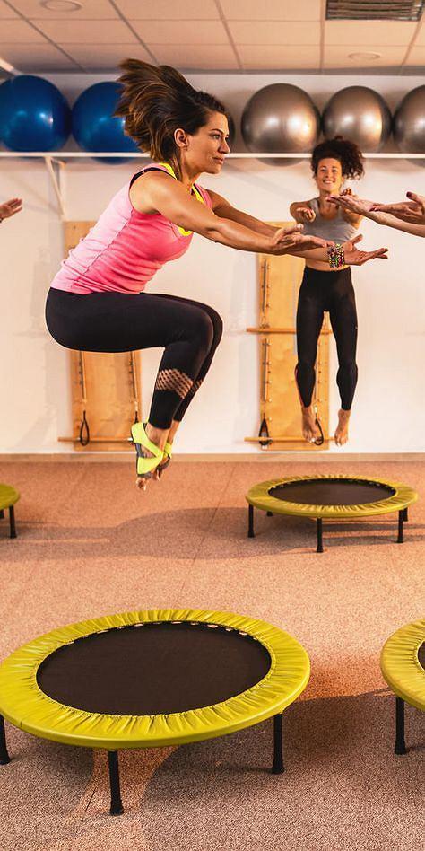 Skakanie na trampolinie spala mnóstwo kalorii
