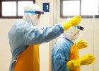 Wirus Ebola ucieka, trzeba go goni�