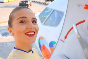 O życiu na walizkach opowiada młoda stewardessa [WYWIAD]