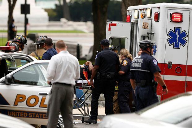 Strza�y przed Kongresem USA. Kobieta pr�bowa�a sforsowa� ogrodzenie przed Bia�ym Domem. Nie �yje