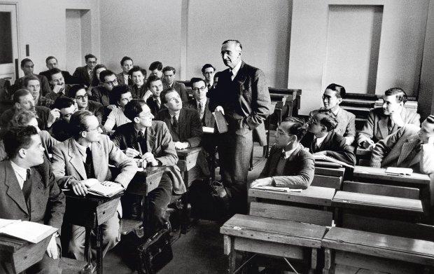 Segurança versus liberdade - ansiar pela primeira pode nos deixar sem a segunda | Friedrich Hayek