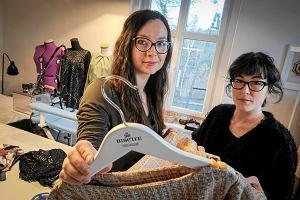 3376bc0c76 Firma spod Poznania szyje identyczne sukienki dla mam i córek. Wspomniał o  nich włoski