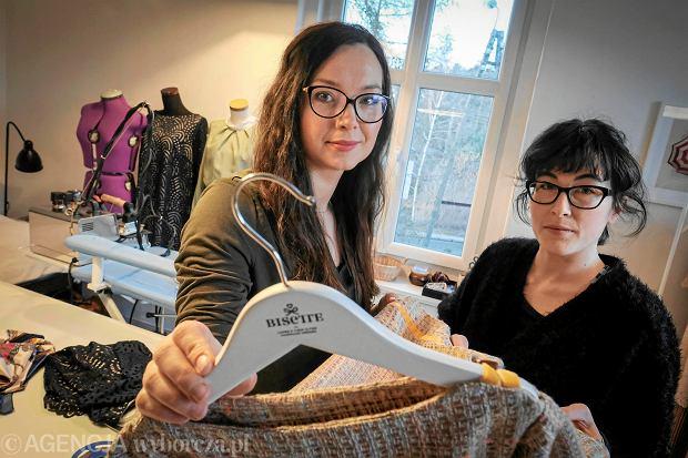 48e3f08c7e Firma spod Poznania szyje identyczne sukienki dla mam i córek. Wspomniał o  nich włoski