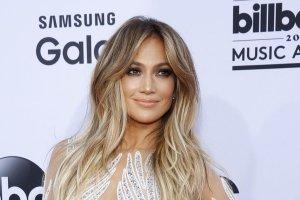 Jennifer Lopez przysz�a prawie naga. Tak, znowu. Ale teraz wida�, jaki rozmiar maj� jej piersi naprawd�