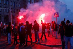 Polacy obchodzą Święto Niepodległości. Kończy się marsz prezydencki, Marsz Niepodległości ruszył z ronda Dmowskiego