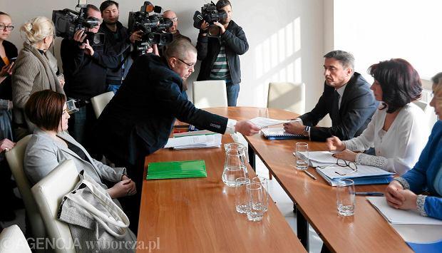 Rozprawa drugiej z dziesięciu nauczycielek z Zabrza, które przyszły do pracy w czarnych koszulkach.