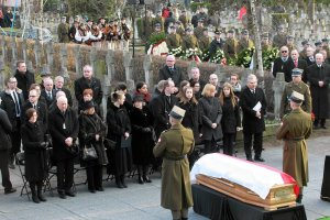 """Ostatnia droga J�zefa Oleksego. Pogrzeb, zgodnie z jego wol�, ko�cielny. """"Antyklerykalizm go nie wyr�nia�"""""""