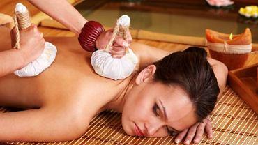 Masło Karite używane do masażu to panaceum na wszelkie dolegliwości skórne. Zawiera ogromne ilości witamin i posiada właściwości odżywcze i pielęgnacyjne