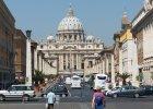 Przecieki prosto z papieskiego biurka sieją zamieszanie