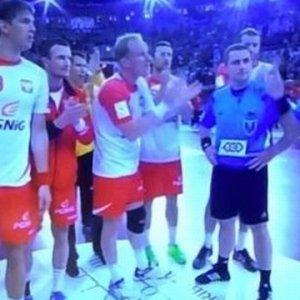 """Polacy po meczu podeszli do s�dzi�w. By�y """"brawa"""". Ale nie podzi�kowania"""