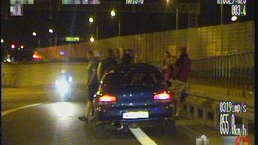 Nalot policji na nielegalne wyścigi na trasie S8