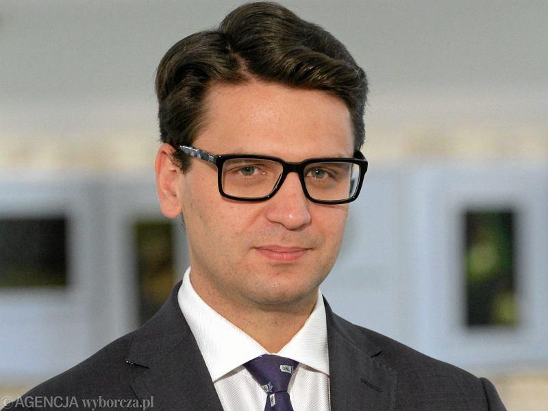 To Kaczyński wymusił dymisję Kamińskiego. Wieczorny telefon do Macierewicza