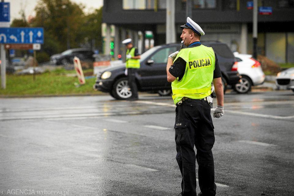 Policja steruje ruchem na rondzie Solidarności
