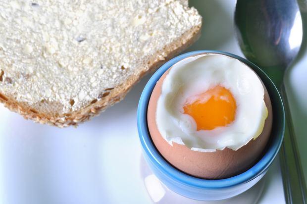 Pierwszym posiłkiem Angusa po ponad roku głodówki było śniadanie, składające się z ugotowanego jajka i kromki chleba z masłem