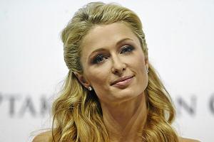 Paris Hilton w Polsce. Najpierw zaprezentowa�a si� w grzecznej bia�ej sukience, ale potem zrobi�a to, co lubi najbardziej
