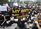 """W Korei Południowej odbył się wzorowany na polskim """"czarny protest"""""""