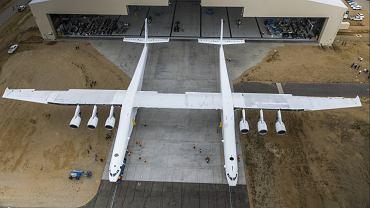 Stratolaunch - największy samolot świata został pokazany na lotnisku Mojave w USA