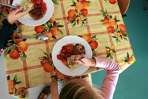 Ponad p� miliona polskich dzieci jest niedo�ywionych. PAH ma za ma�o �rodk�w