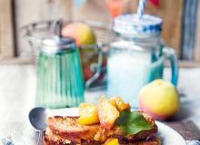 Francuskie tosty zchałki w kawie zkarmelizowanymi brzoskwiniami - ugotuj