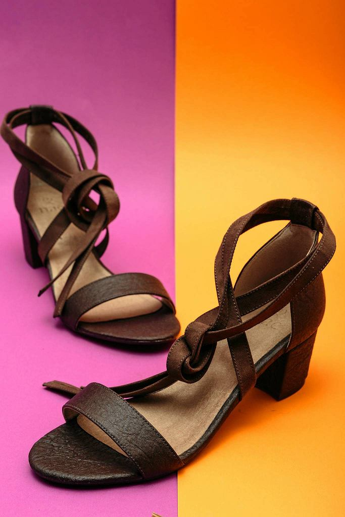 buty z liści ananasa / MICHAL WENDE