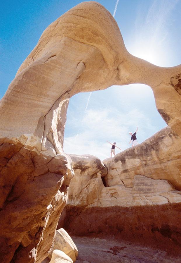 Podróże: samochodem przez Dziki Zachód, samochody, ameryka północna, podróże, Łuki skalne wyrosły w największej liczbie w Parku Narodowym Arches ale piękne są też w Escalante
